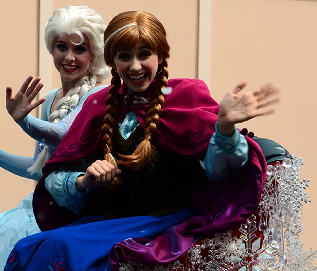 disneyland coloring pages - frozen summer of fun live parade featuring anna elsa and kristoff 13